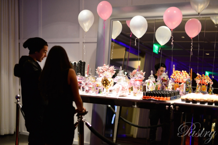 Austin Mahone and Pastry Ambassador, Madison Pettis, eyeing the Pastry Candy Bar <3